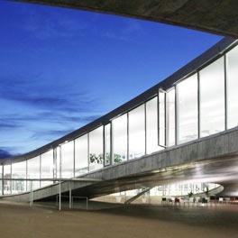 RLC patio extérieur nuit, EPFL, Alain Herzog