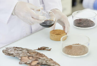 Extracting plant substances from biomass